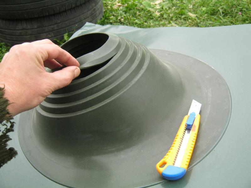 Дела печные. Мастер-флеш – резиновый кровельный герметизатор круглых дымовых труб. Маленькая хитрость при натягивании.