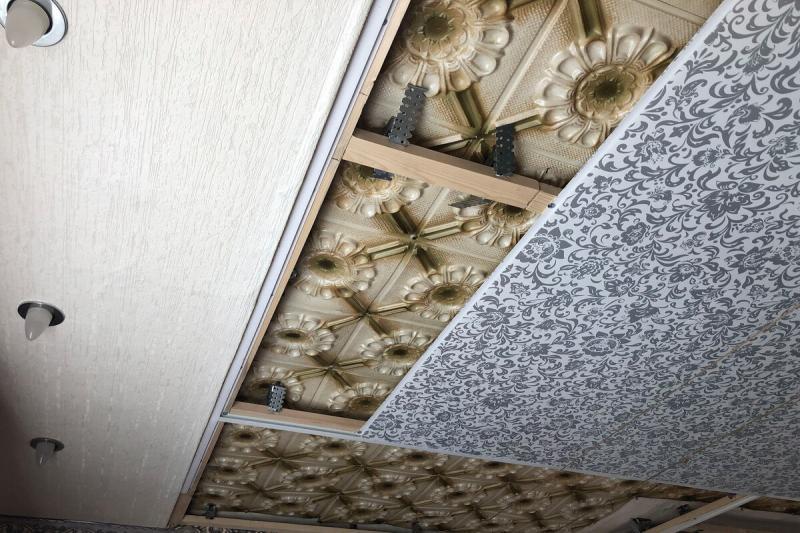 Как правильно сделать потолок из ПВХ панелей. Показываю процесс монтажа на примере