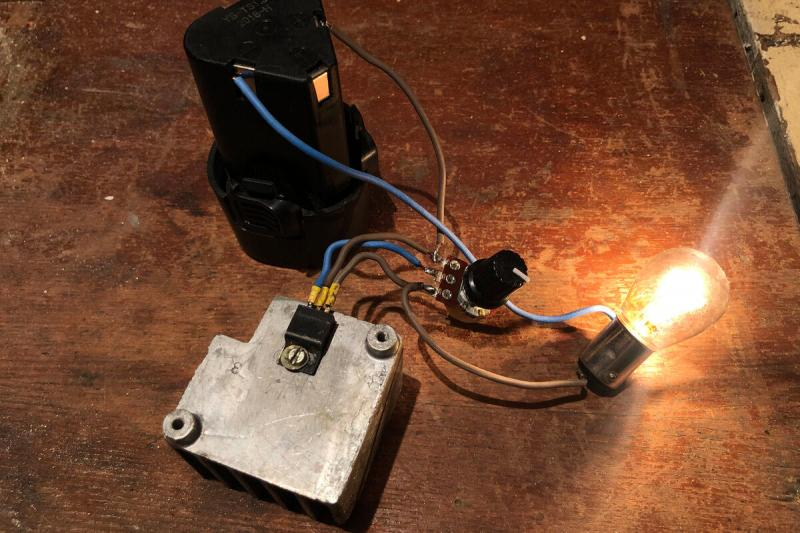 Как сделать регулировку яркости светодиодов и ламп накаливания на одном транзисторе