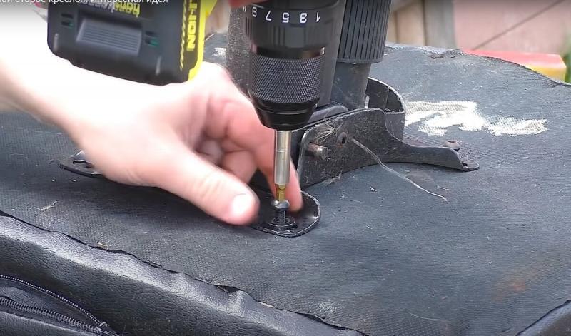 Не выбрасывай сломанное компьютерное кресло ! Я покажу как его восстановить.
