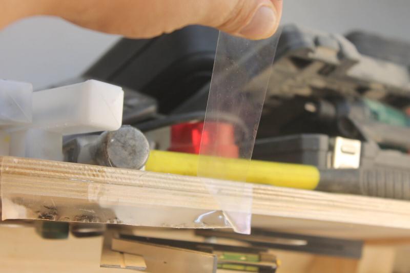 """Та самая нано-""""волшебная"""" липкая лента, которая способна выдерживать килограммы веса"""