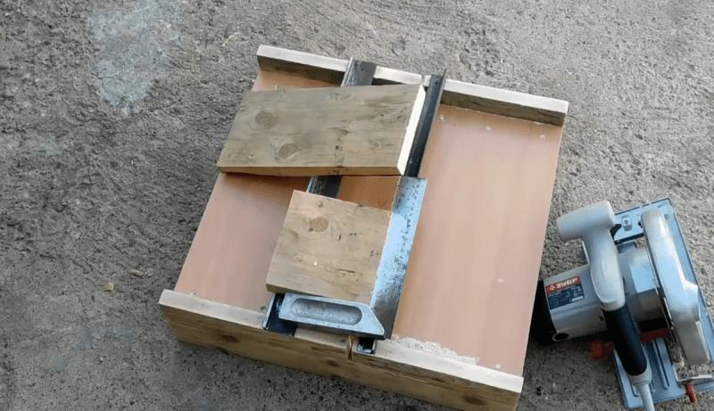 Увидел у соседа полезное приспособление для ручной циркулярной пилы, решил и себе такое сделать