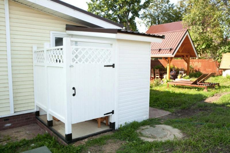 Летний душ с горячей водой. Туалет на улице с унитазом. Показываю санузлы на моей даче.