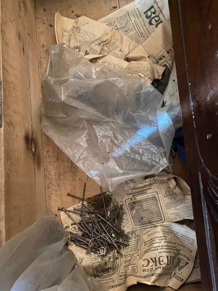Вскрыл старый деревенский комод, который был заперт почти 30 лет. Показываю, что там внутри.