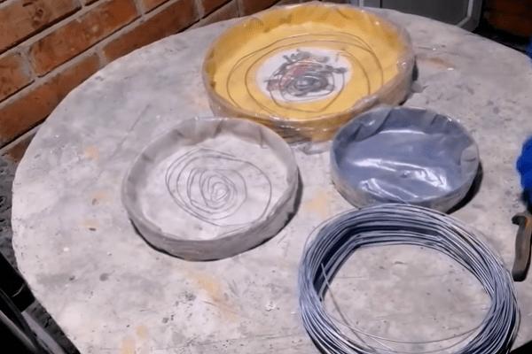 Применяю старые пластиковые ведра для строительства садовых дорожек. И как я только додумался до такого