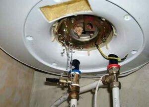 Как запаять свищ в водонагревателе, если тот потёк