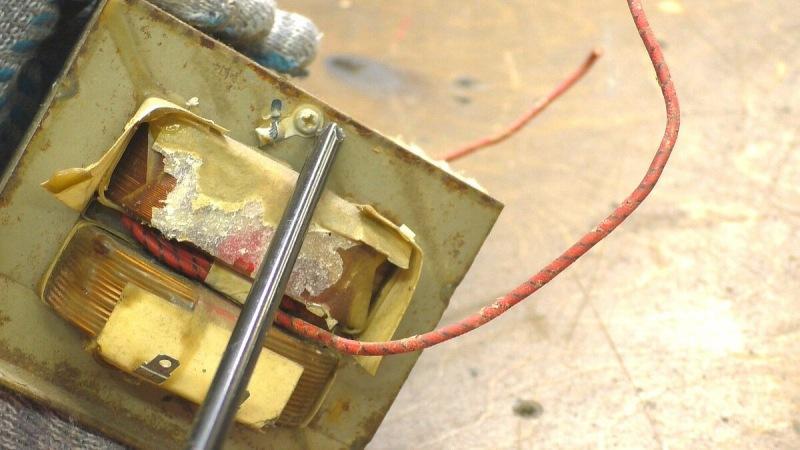 Самоделка из старой микроволновки. Увидел в столярной мастерской и повторил в гараже.