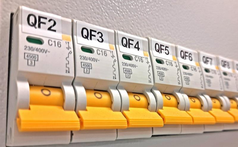 """Как я отличаю хороший электрощит от """"халтуры"""": 5 признаков, что за сборку щитка стоит платить"""
