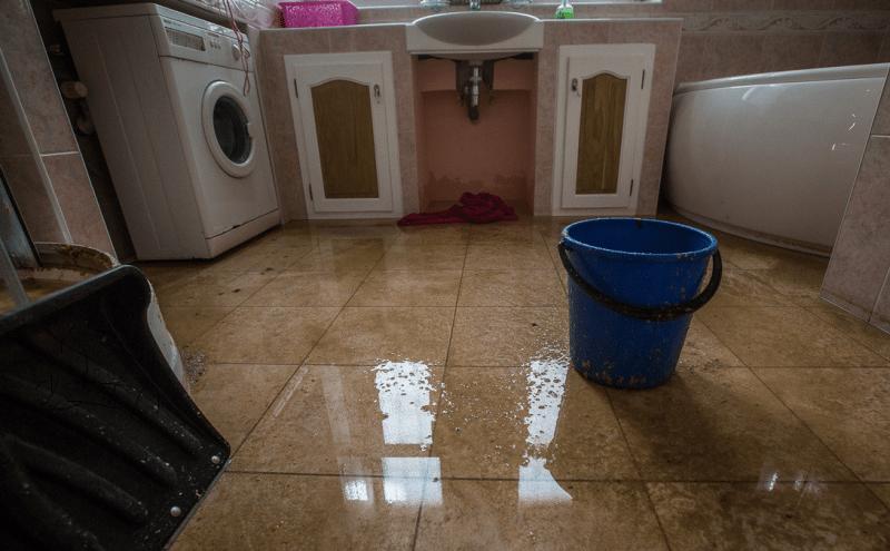 Как отличить хорошего мастера по ремонту ванны от халтурщика. И на что нужно обращать внимание.