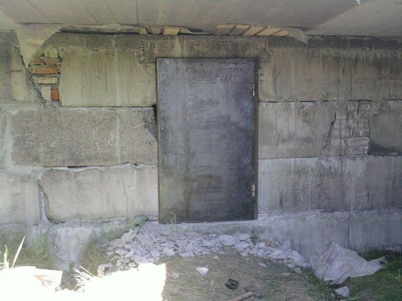 Почему нужно монтировать над оконными и дверными проемами перемычки, из чего их изготавливают и как укладывают