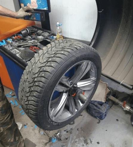 2 года работал на шиномонтаже, знаю все изнутри. Рассказываю как обманывают при балансировке колес.