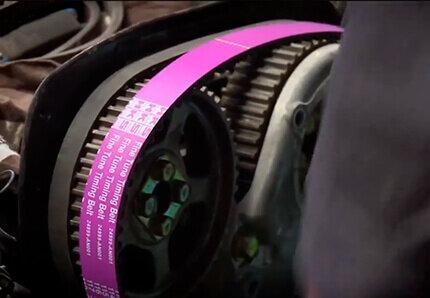 Автомеханик со стажем рассказал, как заменить ремень ГРМ своими руками за 15 минут на любом авто без установки меток