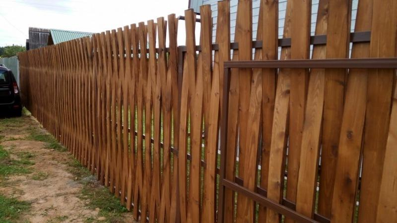 Двухсторонний забор из доски. Монтаж без гвоздей и саморезов