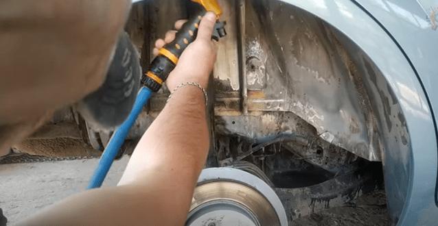 Покажу, как я делаю антикор днища и арок на своей машине. Ничего сложного, но эффект крутой