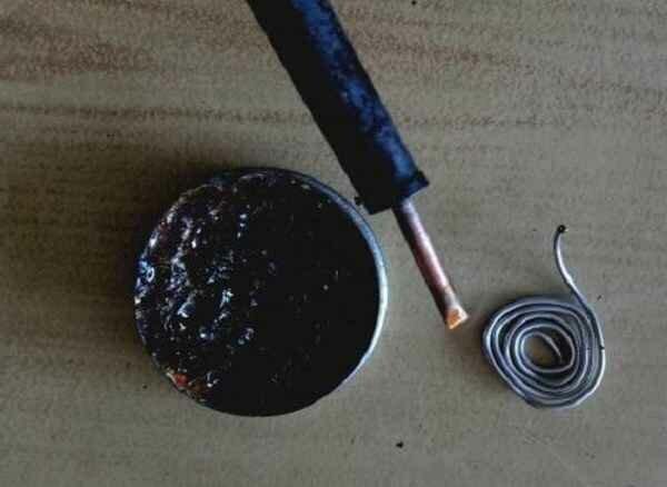 Теперь олово хорошо прилипает к паяльнику и легко плавится