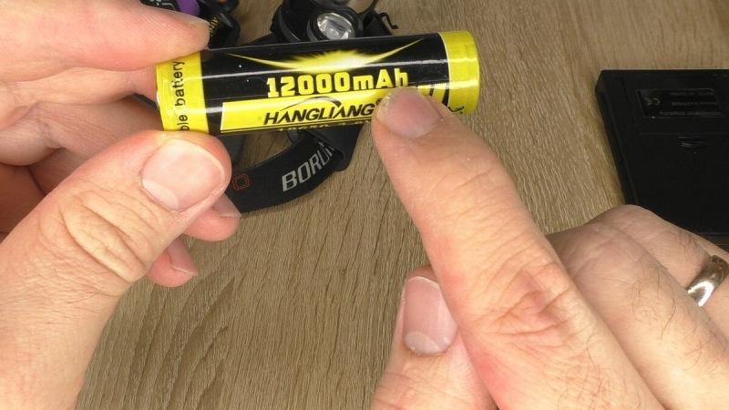 Купил фонарь, а там АКБ 18650 на 12 000 мА. Решил распилить и проверить что внутри, замерить емкость. Делюсь результатом теста.