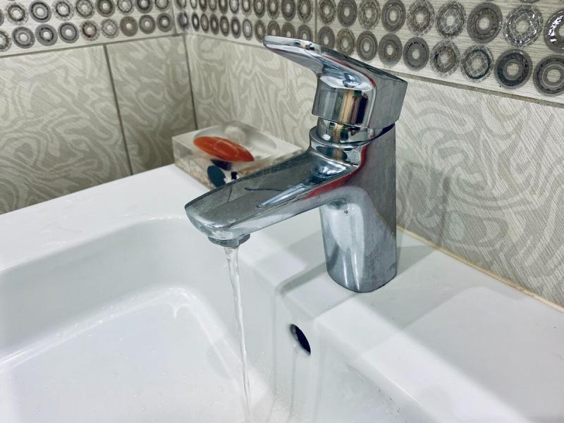 Снизился напор воды в смесителе? Показываю как снять, разобрать, почистить аэратор и за 2-3 минуты восстановить напор