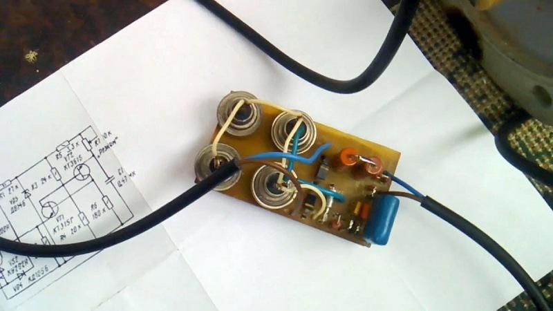 Запуск трехфазного двигателя от однофазной сети, без конденсатора.