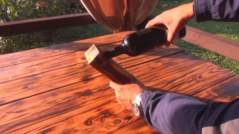 Изготовил необычный подарок товарищу из обрезка доски.