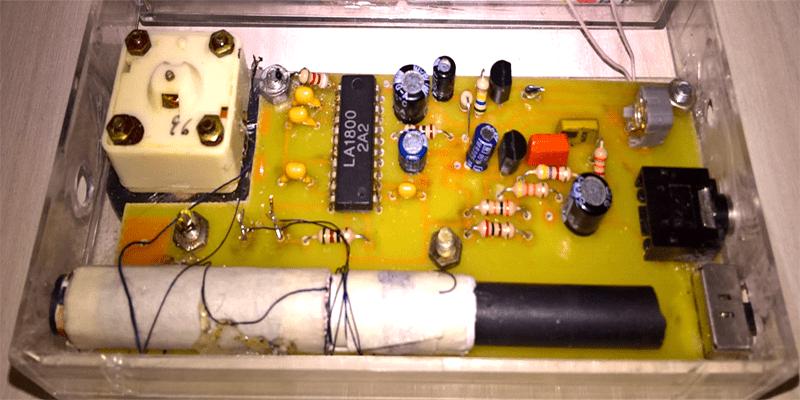 Простой радиоприёмник в корпусе от подкассетника.