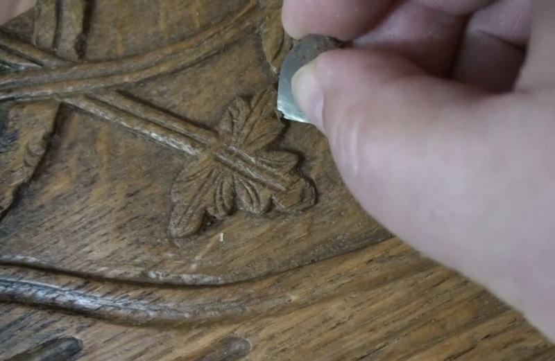Зачем нужны опилки при удалении старого лака с мебели
